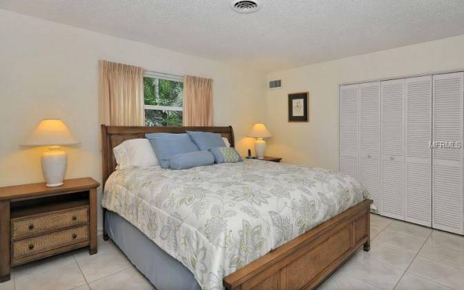 674 NORTON STREET, LONGBOAT KEY, Florida 34228, 3 Bedrooms Bedrooms, ,2 BathroomsBathrooms,Residential Lease,For Rent,NORTON,A3972040